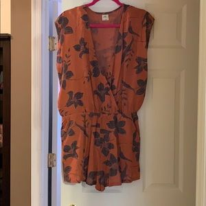 O'Neill romper with pockets!
